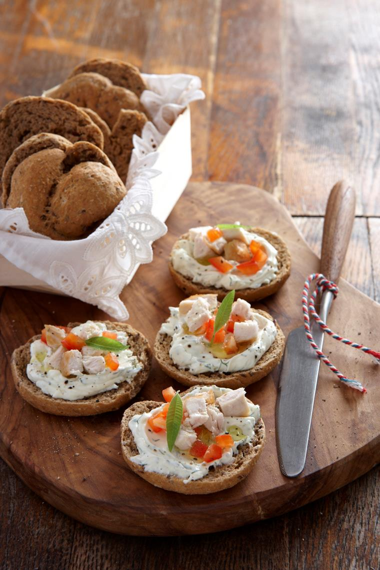 Mini barley round rusks with flaxseeds with Philadelphia cheese, red peppers and chicken fillet flavored with verbena leaves